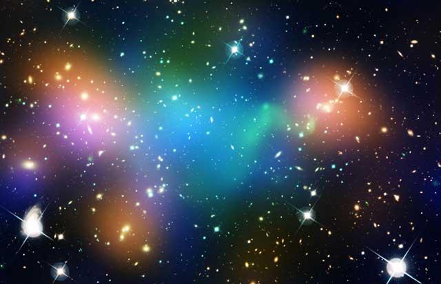 Nube de materia oscura (región azul verdosa) en Abell 520 | NASA, ESA, CFHT, CXO, J. Jee y A. Mahdavi