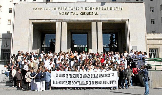 Protesta de la plantilla del hospital Virgen de las Nieves granadino en noviembre de 2008. | EM