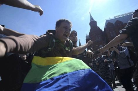 Un activista homosexual durante una protesta en la capital rusa.   Reuters
