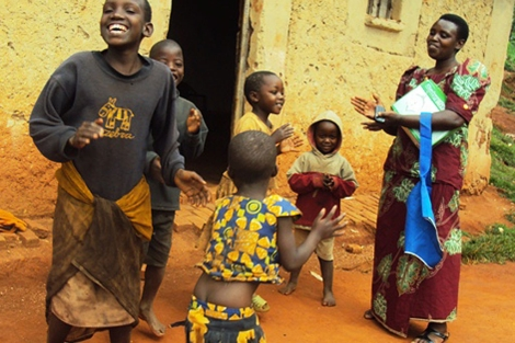 Agnes Uyisabye en su aldea.| Didier Bikorimana