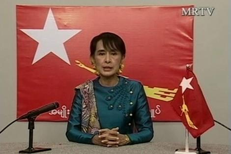 La líder birmana Aung San Suu Kyi durante su discurso televisado. | Reuters
