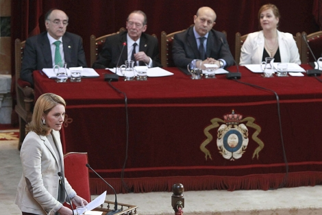 La presidenta del Parlamento Vasco, Arantza Quiroga, durante su intervención | Efe