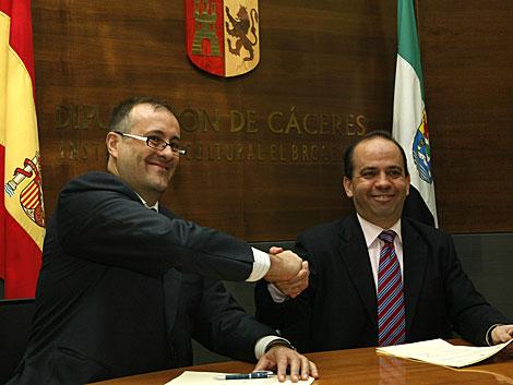 El alcalde de Arroyo de la Luz (Cáceres), a la derecha, en un acto en la Diputación de Cáceres.