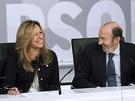 Jiménez, en la reunión en Ferraz junto a Rubalcaba. | Efe/C. Moya