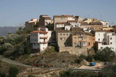 Estampa del pueblo de Rasquera, en Tarragona, enclavado en un pequeño monte. | J. Antonio