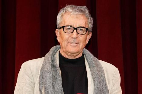 El actor al recibir una placa conmemorativa en el Teatro Reina Victoria. | EL MUNDO
