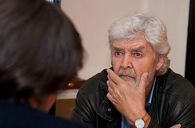 El líder de Encontro Irmandiño, Xosé Manuel Beiras, durante la entrevista con ELMUNDO.es. | Reportaje gráfico: Román Novoa