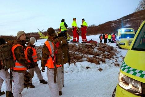 Imagen del dispositivo de rescate de las víctimas. | Reuters