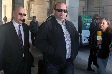 Juan Francisco Trujillo llega al juzgado para declarar por el fraude de los ERE. | Carlos Márquez