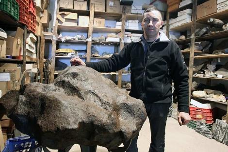 El leonés José Vicente Casado, uno de los mayores expertos del mundo en meteoritos. | José Aymá