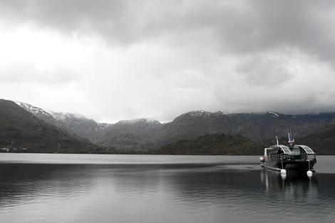 El 'Helios Cousteau' en el Lago de Sanabria.