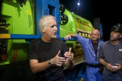 James Cameron, durante la prueba del sumergible 'Deepsea Challenger' en Australia.   Efe