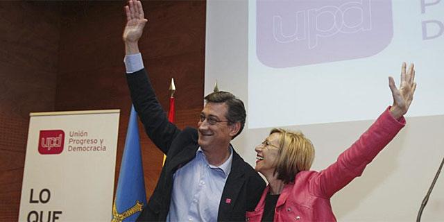Ignacio Prendes, candidato de UPYD de Asturias, junto a la líder de la formación, Rosa Díez. | Efe