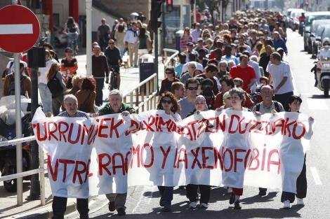 Cabecera de la manifestación que ha recorrido San Sebastián.   Iñaki Andrés