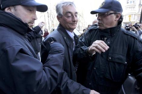Isidre Masalles, subdirector de Seguridad Industrial, sale detenido tras los registros. | A. Moreno