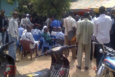 Ciudadanos de Bamako siguen con expectación el desarrollo del golpe militar. | Efe