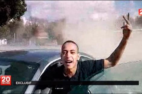 Merah, en un vídeo que le muestra conduciendo.