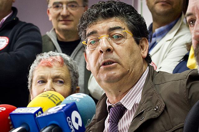 Diego Valderas, en su comparecencia ante los medios en Huelva. | J. Yáñez