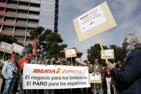 Protestas por la creación de Iberia Express.   Alberto Di Lolli