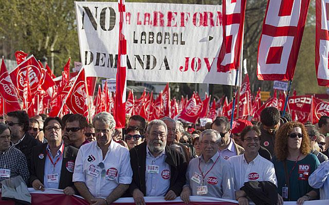 Los líderes de UGT y CCOO en la cabecera de la manifestación en Madrid. | Alberto Cuéllar