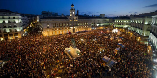 La masiva manifestación, a su conclusión en la madrileña Puerta del Sol. | Afp MÁS IMÁGENES