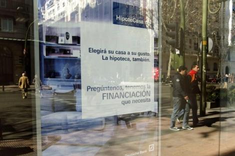 Cartel de una campaña de concesión de hipotecas de una entidad bancaria. | Begoña Rivas