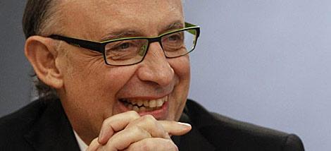 El ministro de Hacienda, Cristóbal Montoro, tras el Consejo de Ministros.   Reuters