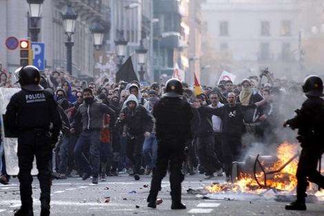 Antisistema, durante las protestas por la huelga general. | Reuters
