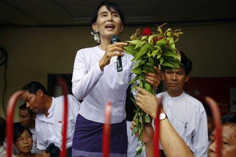 La Premio Nobel de la Paz se dirige a sus seguidores en Rangún. | Reuters