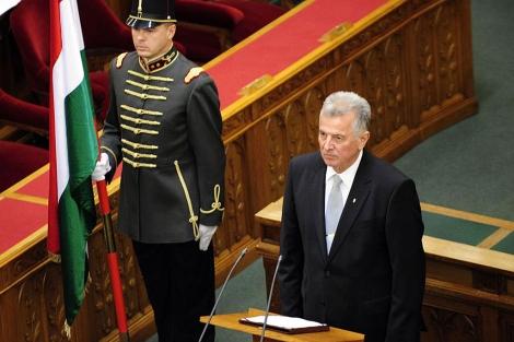 El hasta ahora presidente Pal Schmitt, en el Parlamento húngaro.   Afp
