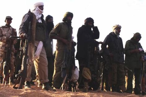 Varios miembros de las milicias separatistas tuaregs reunidos en el norte de Mali. | Afp