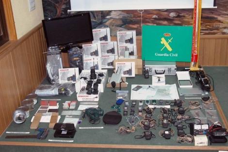 Material intervenido por la Guardia Civil en la operación. | Efe