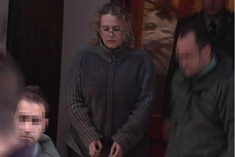Juanatey al ser trasladada a la cárcel de Palma en noviembre de 2010.