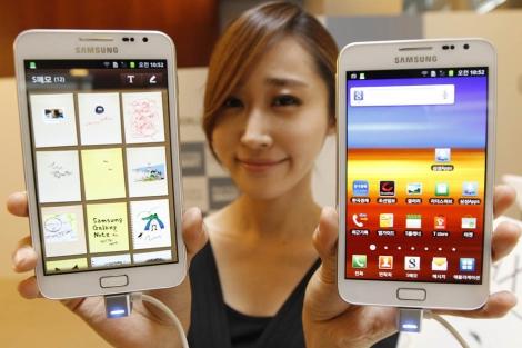 Galaxy Note es una mezcla de teléfono y tableta. | Reuters