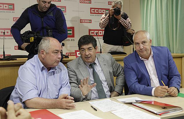 Diego Valderas, flanqueado por Manuel Pastrana y Francisco Carbonero.   Conchitina