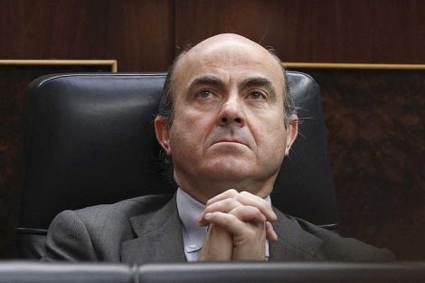 Luis de Guindos, en su escaño del Congreso. | Efe