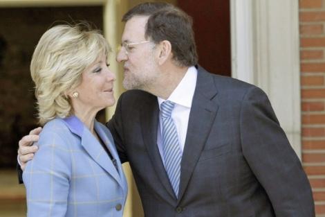 Mariano Rajoy y Esperanza Aguirre, antes del encuentro. | Foto: Sergio Barrenechea