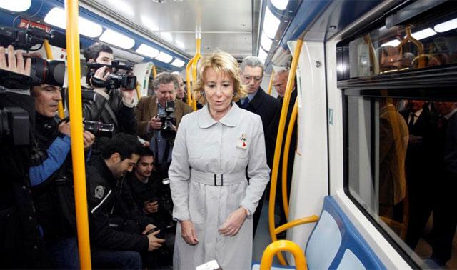 Esperanza Aguirre inaugurando el metro a Las Rosas junto a Gallardón.   Diego Sinova