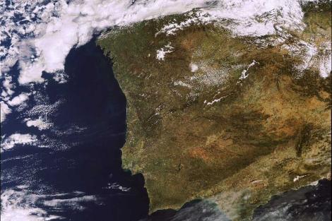 La última imagen enviada por Envisat muestra la Península Ibérica.| ESA