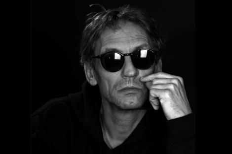 Manuel Göttschingm, guitarrista de Ash Ra Tempel y precursor de la música electrónica.
