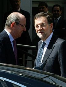 Rajoy, junto al jefe de la Casa Real. Efe