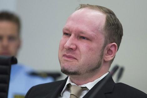 Breivik, emocionado en el inicio de su juicio. | Efe