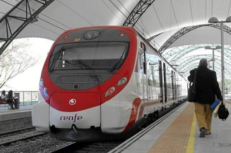 Tren de Cercanías en Santa Justa, Sevilla. | Carlos Márquez