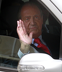 El Rey, tras dejar el hospital. | J. B.