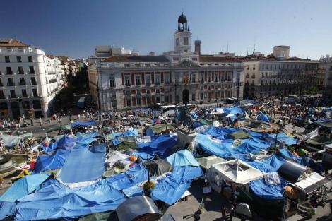 Aspecto de la acampada del 15-M en la Puerta del Sol en mayo de 2011. | Javier Barbancho