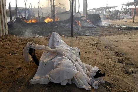 Un cuerpo carbonizado en Rubkona tras el ataque de las fuerzas aéreas sudanesas. | Reuters