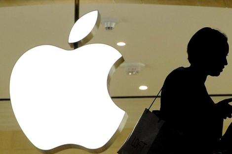Logotipo de Apple en una tienda de Nueva York.   Efe