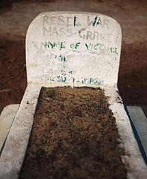 Fosa común en Sierra Leona. | Reuters