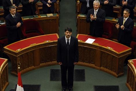 Janos Áder, tras ser elegido presidente de Hungría en el Parlamento magiar.   Reuters