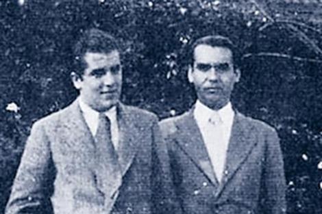 Foto de archivo del poeta, a la derecha, con su 'último amor'. | Fundación García Lorca